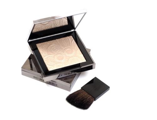 BURBERRY RUNWAY PALETTE NUDE GOLD – puder rozświetlający z wiosennej kolekcji makijażu BURBERRY