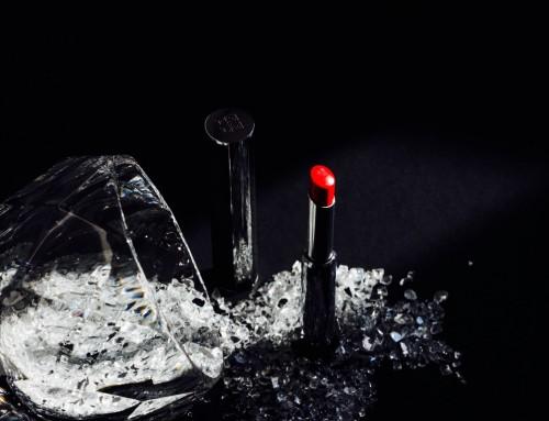 Givenchy Le Rouge-a-Porter – niezwykle zmysłowa formuła pozostawia świetlisty kolor i naturalne, lśniące wykończenie na ustach.