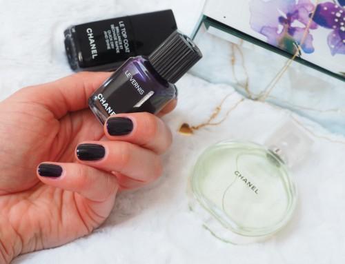 Purpurowy Manicure – CHANEL Le Vernis 514 Roubachka